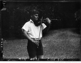 Yehudi Menuhin (15 ans) à Ville d'Avray. Agence Mondial. Source photo: Gallica/BnF