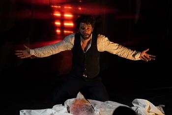"""""""Amok"""" au théâtre de Poche. Photo: Christophe Brachet"""