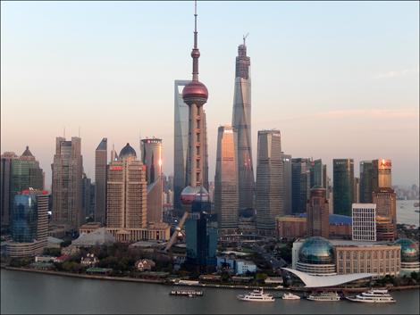Le nouveau quartier financier de Pudong depuis le Bund/©Lottie Brickert