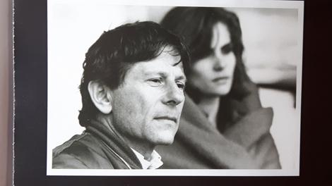 """Roman Polanski et Emmanuelle Seigner. Photo d'une des pages de """"Roman"""": LBM"""