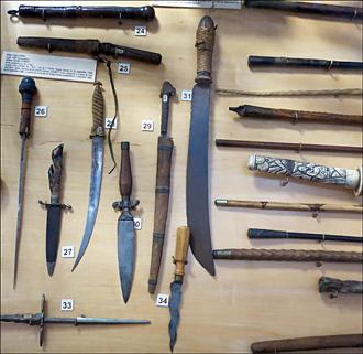 Les lames du crime au musée de la police. Photo: Gérard Goutierre