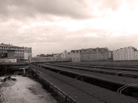 Aspect de la friche en devenir en bordure du quai numéro un de la Gare de l'Est. Photo: PHB/LSDP