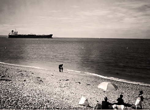 Sortie d'un bateau du port du Havre depuis la plage. Photo: PHB/LSDP