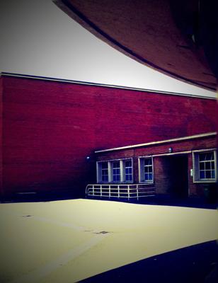 Aspect de la remarquable architecture des bâtiments d'entrée du Centre sportif Léo Lagrange. Photo: PHB/LSDP