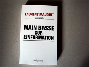 """Main basse sur l'information"". Photo: PHB/LSDP"
