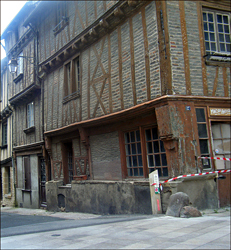 Rue menant au château de Thouars. Photo: Bruno Sillard
