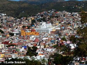 La cathédrale et l'université de Guanajuato. Photo: Lottie Brickert