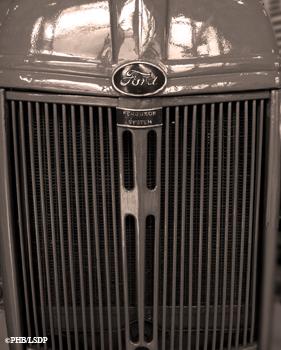 Calandre d'un tracteur Ford. Musée du Compa