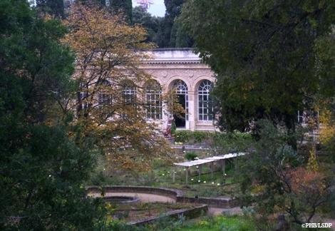 Le jardin et l'Orangerie vus du boulevard